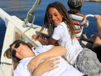 Teenager auf dem Boot Bild A