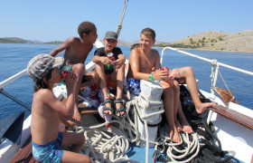 Teenager auf dem Boot Bild B